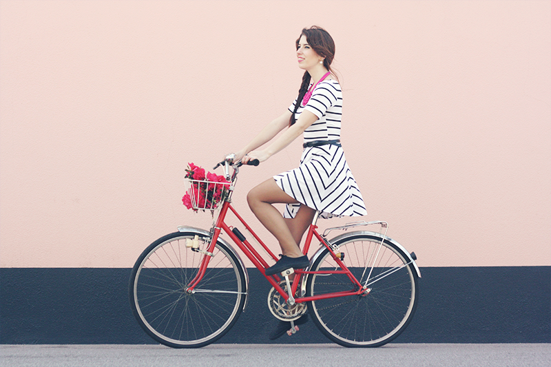 vintage_red_bike_girly_preppy_dress_blogger_ahh_la_vie