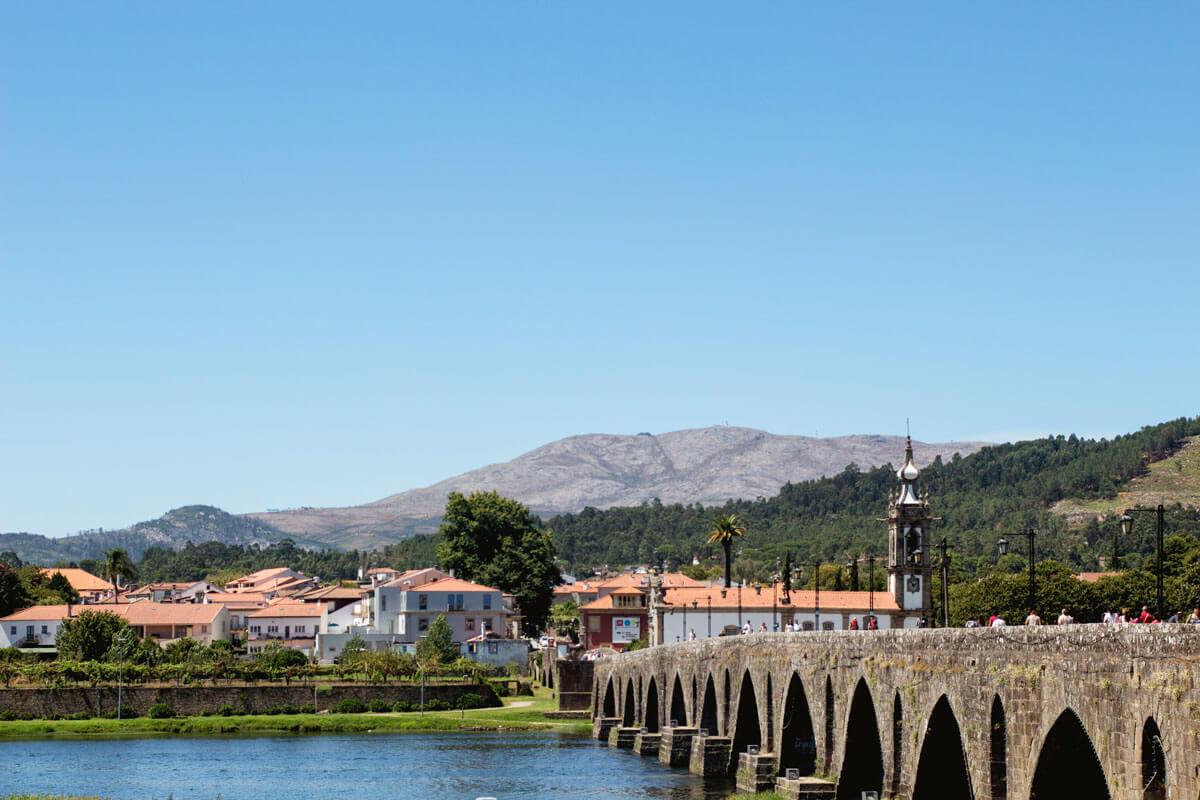 Rota do Minho com início em Ponte da Barca e destino final de Paredes de Coura