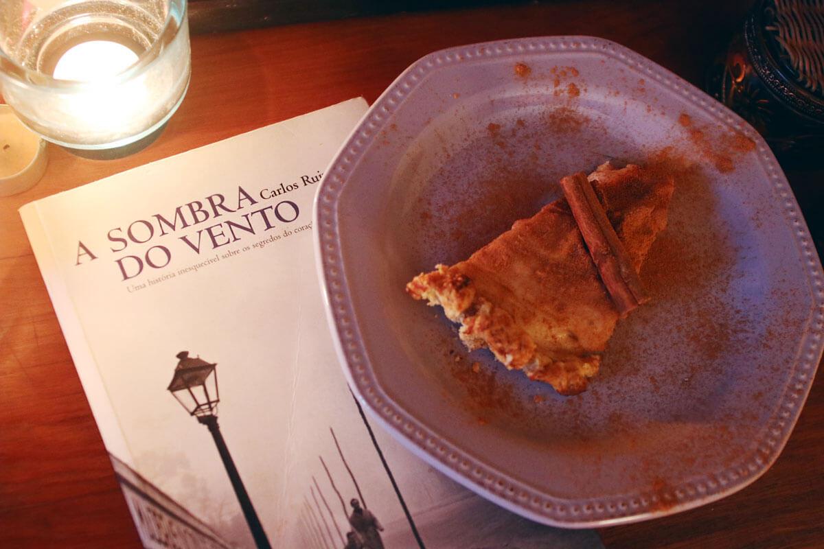 Páginas Salteadas: uma tarte de canela, creme custard e o mistério dos livros