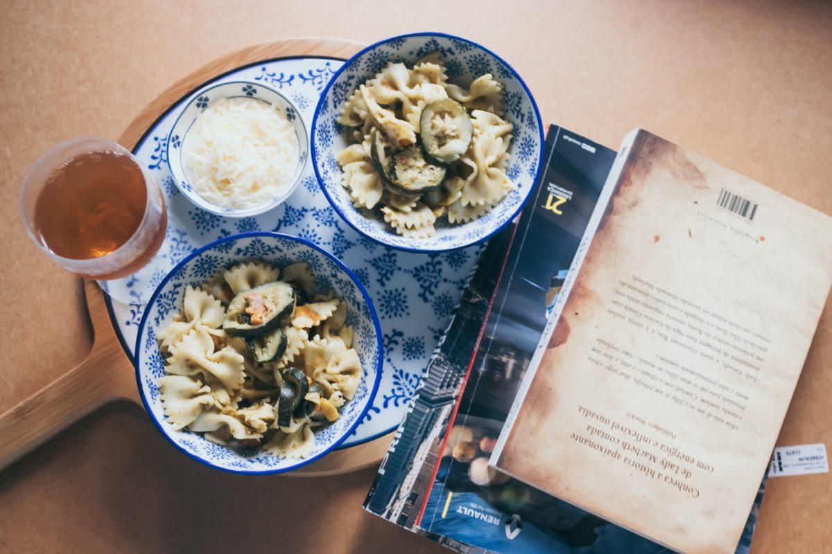 Páginas Salteadas: o jantar diário de Eleanor Oliphant